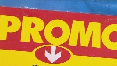 Supermercados realizam promoções após fim do ano, em Manaus - Peru, bacalhau e panetone são alguns dos produtos em promoção nos estabelecimentos.