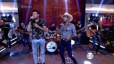 Bruno e Barretto cantam 'Farra, Pinga e Foguete' - Dupla, que se apresentou pela primeira vez no Encontro, comemora 8 meses de carreira