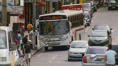 Usuários protestam por aumento da passagem de ônibus em Três Corações (MG) - Usuários protestam por aumento da passagem de ônibus em Três Corações (MG)