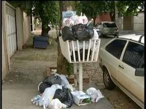 Coleta de lixo é retomada em Governador Valadares - Interrupção do recolhimento foi anunciada pela Prefeitura e causou incômodo a moradores.