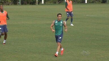 Com temporadas irregulares, Liniker tenta deslanchar em 2016 - Meia ainda busca espaço para se firmar no profissional do Goiás
