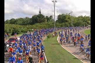 Milhares de pessoas pedalaram nas ruas da capital para homenagear os 400 anos de Belém - Cerca de 10 mil pessoas participaram do passeio ciclístico promovido pelo Sesi da TV Liberal.