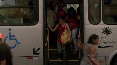 Usuários do transporte público em Maceió reclamam do aumento na tarifa - Os 40 centavos a mais fizeram muita gente ter que rever o orçamento.