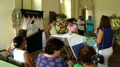 Comoção marca enterro de ex-prefeito de Paraíba do Sul, RJ - Jarbas Stelmann morreu na tarde de domingo (10), de insuficiência cardíaca.
