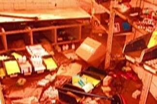 Posto de saúde em Poá é destruído pela enchente - Força da água atingiu todos os documentos, equipamentos e medicamentos da UBS.