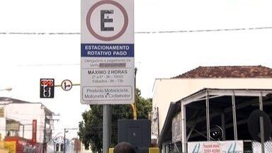 Prefeitura autoriza aumento de 13% na tarifa da área azul em Araçatuba - A prefeitura de Araçatuba (SP) autorizou um aumento de 13% nas tarifas do estacionamento rotativo. Esse reajuste está autorizado para valer a partir desta segunda-feira (11), mas a empresa decidiu subir a tarifa no próximo dia 25.
