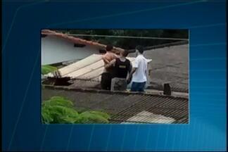 Jovem e adolescente são detidos suspeitos de assalto em Lagoa da Prata - Crime ocorreu em relojoaria no Centro da cidade. Dupla foi perseguida pela polícia e capturada.