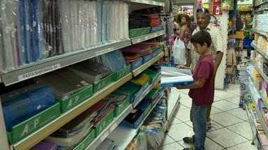 Pais antecipam a compra do material escolar em busca de preços menores no RS - Confira dicas para economizar na hora da compra.