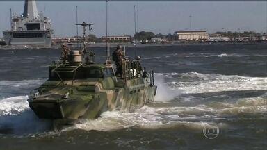 Irã liberta os dez marinheiros americanos que foram presos no Golfo Pérsico - A Guarda Revolucionária do Irã disse que recebeu um pedido de desculpas dos Estados Unidos. Os dois barcos americanos tinham sido apreendidos depois que um deles apresentou problemas mecânicos. Os marinheiros foram interrogados.