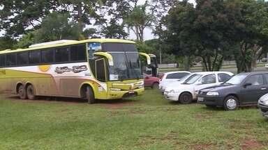 Governo decide intensificar a fiscalização contra o transporte pirada no DF - Só nesta quinta-feira (14), na Asa Norte, em duas horas de operação, 13 carros e dois ônibus foram para o depósito.