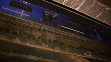 Duas composições de trem descarrilam e passageiros enfrentam problemas - O primeiro problema aconteceu no ramal de Belford Roxo, às 16h. O trem descarrilou entre as estações de Costa Barros e Barros Filho. O segundo, quase 19h, o incidente foi na estação de Deodoro.