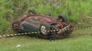 Mulher morre na hora em acidente na BR 277 - Na mesma tarde, outro acidente na Avenida das Cataratas em Foz colocou em perigo 15 turistas.