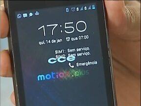Moradores do Bairro Cariru em Ipatinga, dizem que não conseguem usar telefone móvel - O problema estaria ocorrendo com uma operadora específica.