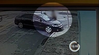 Suspeitos de integrarem quadrilha de roubo de veículos são presos em São José - Um carro roubado foi apreendido.