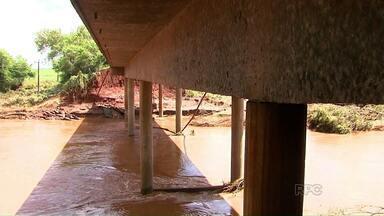 Rodovia PR-317 deve ser liberada no fim de fevereiro - engenheiros do DER avaliaram a ponte sobre o rio Pirapó e segundo eles a estrutura não foi afetada.