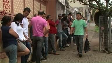 Aumenta procura pela carteira de trabalho - Muita gente tem procurado o Sindicato dos Empregados no Comércio Varejista de Londrina para fazer o documento.