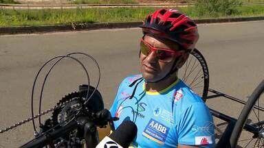 Mesa-tenista usa handbike como preparação para jogos Paralímpicos - O juiz-forano Alexandre Ank também tem o objetivo de participar de corridas rústicas.