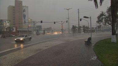 Fortaleza amanhece com com chuva nesta sexta-feira, 15 de janeiro - Previsão é de Sol entre nuvens no fim de semana.