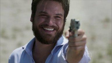 Pedro surpreende Lívia e Felipe à beira do penhasco - Lívia pede que o ex-noivo não atire