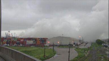 Moradores de Guarujá temem pela saúde após vazamento de gás - Nuvem do produto químico continua sobre cidades da Baixada Santista.