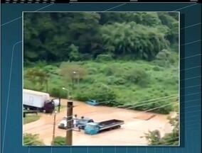 Forte chuva causa queda de barreira e cheia de rios na Região Serrana do Rio - Defesa Civil de Petrópolis atendeu a 38 ocorrências até as 18 horas.