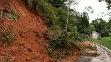 RJTV mostra transtornos causados pela chuva no Sul do Rio - Rio Paraíba do Sul chegou a transbordar em Volta Redonda; temporal também atingiu cidades como Itatiaia e Resende.