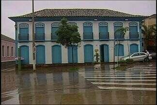 Fechado há mais de um ano, museu sofre com abandono em Araxá - Museu Dona Beja sofre com cupins e infiltrações. Fundação afirma que tenta conseguir verba para manutenção
