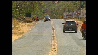 População reclama das péssimas condições de algumas rodovias estaduais em Santarém - Grande fluxo de veículos e falta de acostamento aumentam os riscos de acidentes.