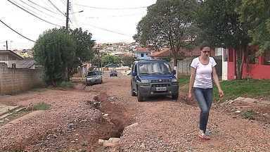 Morador do San Marino reclama de rua intransitável - Prefeitura disse que vai fazer patrolamento e cascalhamento nos próximos dias