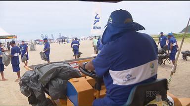 Lixo recolhido nas praias paranaenses já chegou a 300 toneladas - Equipes trabalham diariamente pra manter as areias limpas no litoral do Paraná, mas é preciso consciência ambiental de cada um.