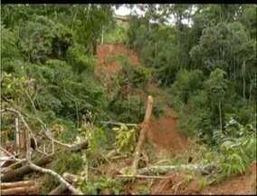 Defesa Civil decreta estado de alerta por causa das chuvas em Teresópolis, no RJ - Alagamentos causa destruição na Região Serrana.