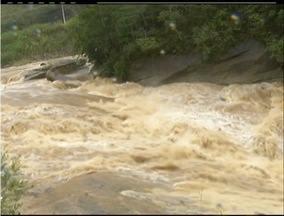 Fortes chuvas causam cheia de rio e São José do Vale do Rio Preto, RJ, entra em alerta - Durante o sábado (16), choveu o esperado para 4 dias.