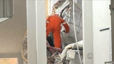 Queda de caixa d'água, laje e muro deixa duas vítimas em empresa de Joinville - Queda de caixa d'água, laje e muro deixa duas vítimas em empresa de Joinville