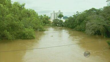 Moradores de Santa Rita do Sapucaí (MG) estão preocupados com nível do Rio Sapucaí - Moradores de Santa Rita do Sapucaí (MG) estão preocupados com nível do Rio Sapucaí