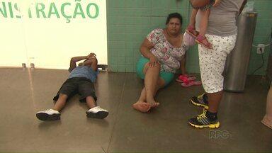 Pacientes com suspeita de dengue lotam a UPA do Jardim das Palmeiras. - Demora gerou muita reclamação dos pacientes e dos familiares.