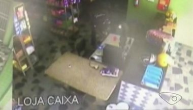 Comerciantes da Avenda Jones Santos Neves tem medo de assaltos em Cachoeiro, ES - Eles se preocupam com a insegurança em uma das principais avenidas do município.