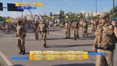 Em Joinville, manifestantes também protestam contra o aumento na tarifa do transporte - Em Joinville, manifestantes também protestam contra o aumento na tarifa do transporte público