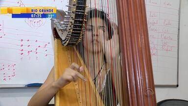 Estudantes de música aproveitam festival para aprender com outros músicos no RS - O Festival Internacional SESC de Música ocorre em Pelotas.