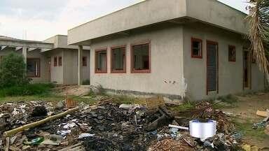 Famílias reclamam de falta de creche na Vila Romana em Cruzeiro - Unidade começou a ser construída em 2011, mas não foi concluída.