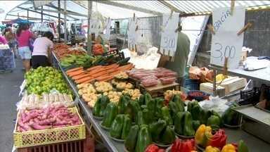 Prévia da inflação tem alta de 0,92% em janeiro - O índice é o maior para o mês em 13 anos. Os preços de alimentos, como frutas e legumes, estão no topo.