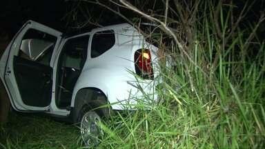 Caminhonete roubada no Rio Grande do Sul é recuperada em Foz - O veículo estava escondido em um matagal na avenida Maria Bubiak, na zona leste da cidade.