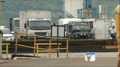 Movimento na balsa é intenso no litoral norte - Espera para travessia chegou a 2 horas.
