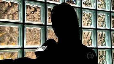 Polícia liberta vítima de sequestro-relâmpago na Grande São Paulo - Funcionário de uma das lojas por onde a vítima passou com o bandido desconfiou. O criminoso foi preso com uma arma de brinquedo.