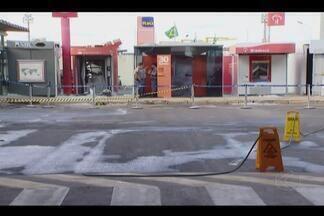 Grupo estoura caixas e troca tiros com a PM no aeroporto de Uberlândia - Quadrilha está foragida; militares realizam buscas na região.Superintendência da Infraero informou que não houve danos ao aeroporto.