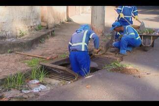 Cerca de 70% de lixo recolhido em bueiros podem ser evitados por moradores de Uberlândia - Grande quantidade é recolhida diariamente por funcionários da Prefeitura.Lixo entope bueiros e bocas de lobo durante período de chuvas.