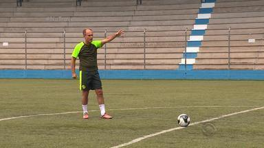Paulo Brito encara desafio do 'Na Trave' - Assista ao vídeo.