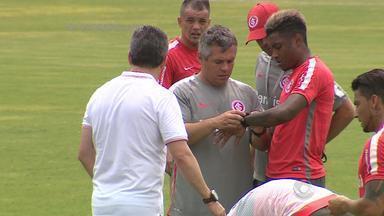 Após retornarem à capital, jogadores do Inter treinam no CT Parque Gigante - Assista ao vídeo.