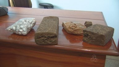 Polícia prende jovem com dois quilos de maconha na Zona Sul de Macapá - Uma pessoa foi presa acusada de distribuir drogas no bairro Congós. Foram encontrados dois quilos de maconha prensada que estavam enterrados no quintal de uma casa.