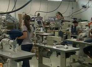Produção de fardamento escolar não foi afetada pela crise em Caruaru - Fabricação do produto segue crescendo.