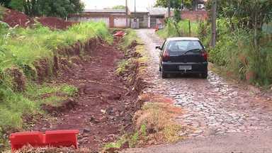 Moradores reclamam de obras paradas no Porto Belo - Falta de pavimentação e obra parada trazem transtornos para os moradores do Porto Belo.